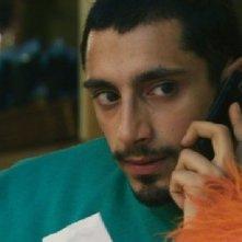 Riz Ahmed interpreta Omar nel film Four lions
