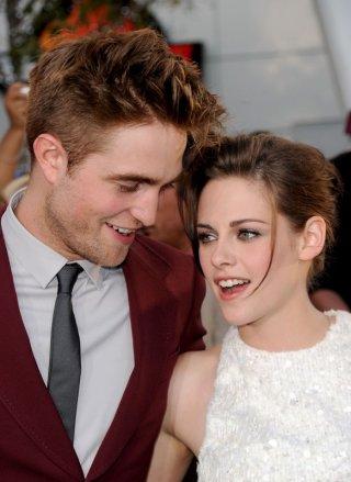 Robert Pattinson e Kristen Stewart sorridenti alla Premiere del film The Twilight Saga: Eclipse, Los Angeles, 24 giugno 2010