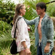 Tom Cruise e Cameron Diaz su un'isola tropicale non esattamente paradisiaca nel film Innocenti bugie