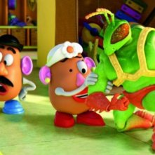 Mr. e Mrs. Potato con Twitch in una scena di Toy Story 3