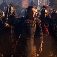 Zhao (Aasif Mandvi) e i Soldati della Nazione del Fuoco in The Last Airbender