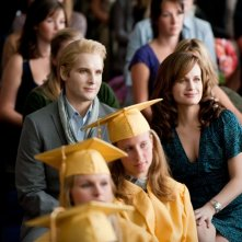 Peter Facinelli e Elizabeth Reaser alla cerimonia dei diplomi nel film The Twilight Saga: Eclipse