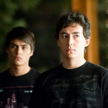 Quil (Tyson Houseman) con alle spalle Embry (Kiowa Gordon) in una scena del film The Twilight Saga: Eclipse