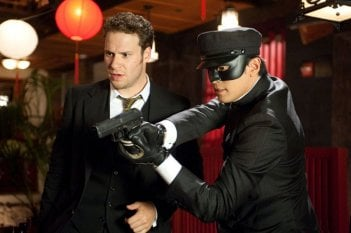 Seth Rogen e Jay Chou in una scena del film The Green Hornet