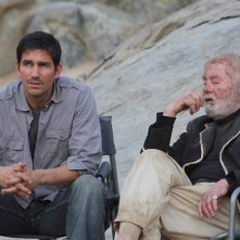 Jim Caviezel con John Whitely sul set di The Prisoner.