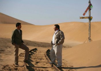 Jim Caviezel e Jeffrey Smith nella serie The Prisoner.