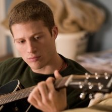 Zach Gilford in un'immagine del film Post Grad