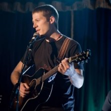 Zach Gilford in una scena del film Post Grad