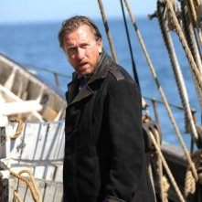 Tim Roth in una scena della miniserie TV Sea Wolf