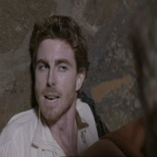 Adriano Braidotti ferito in una scena drammatica di Preferisco il Paradiso