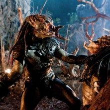 Creature in lotta in una scena del film Predators