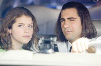 Jason Schwartzman e Anna Kendrick insieme nel film Un microfono per due