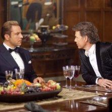 Bruce Greenwood e David Walliams in una scena di Dinner for Schmucks