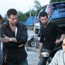 Il produttore Francesco Gagliardi con il regista Carlo Fusco e gli attori Andrea Iervolino e Franco Nero sul set di Prigioniero di un segreto