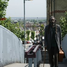 Sotigui Kouyate in una sequenza del film London River
