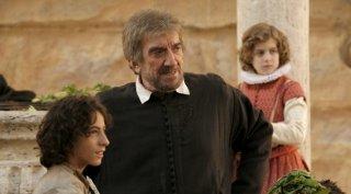 Gigi Proietti è San Filippo Neri in una scena di Preferisco il Paradiso