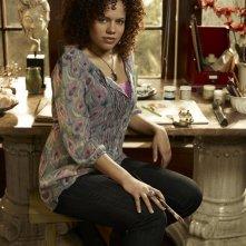 Genelle Williams in una foto promo della stagione 2 di Warehouse 13