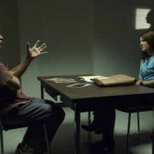 Jennifer Carpenter durante l'interrogatorio di Richard Gilliland nell'episodio Frammenti di Memoria di Dexter