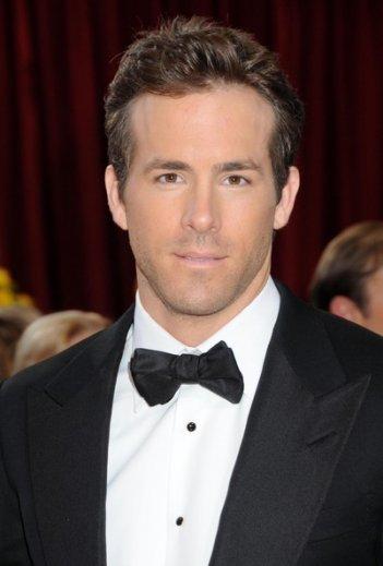 Un make up eccessivo per Ryan Reynolds sul Red Carpet degli Oscar 2010