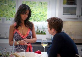 Kevin Connolly e Emmanuelle Chriqui nell'episodio Dramedy di Entourage