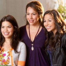 America Ferrera, Diana Maria Riva e Anjelah Johnson in una scena della commedia Our Family Wedding