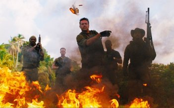 Columbus Short, Chris Evans, Idris Elba, Jeffrey Dean Morgan e Oscar Jaenada nel film The Losers