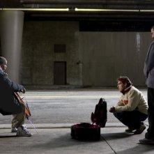 Jamie Foxx e Robert Downey Jr. con il regista Joe Wright sul set del film The Soloist