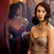 Troian Avery Bellisario nell'episodio There's No Place Like Homecoming di Pretty Little Liars