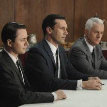 Vincent Kartheiser, Jon Hamm e John Slattery nell'episodio Public Relations di Mad Men