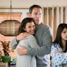 Bridget Moynahan, John Corbett e Selena Gomez in una scena di Ramona and Beezus