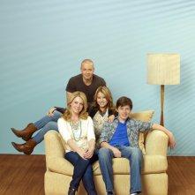 Melissa Joan Hart, Joseph Lawrence, Taylor Spreitler e Nick Robinson in una foto promozionale della serie Melissa & Joey