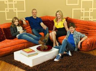 Melissa Joan Hart, Joseph Lawrence, Taylor Spreitler e Nick Robinson in una immagine promozionale della serie Melissa & Joey