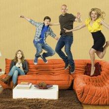 Melissa Joan Hart, Joseph Lawrence, Taylor Spreitler e Nick Robinson in una simpatica immagine promozionale della serie Melissa & Joey