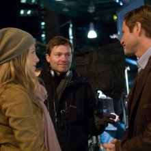 Il regista Brandon Camp con Aaron Eckhart e Jennifer Aniston sul set del film Love Happens