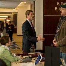 John Carroll Lynch e Aaron Eckhart in una sequenza del film Love Happens