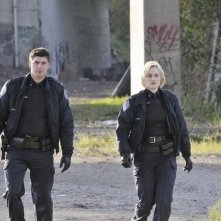 Charlotte Sullivan e Travis Milne in un momento dell'episodio Girlfriend of The Year di Rookie Blue