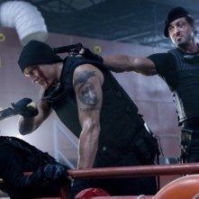 Dolph Lundgren e Sylvester Stallone in una scena di The Expendables