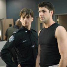 Gregory Smith e Travis Milne nell'episodio Signals Crossed di Rookie Blue
