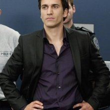 Noam Jenkins in una scena dell'episodio Honor Role di Rookie Blue