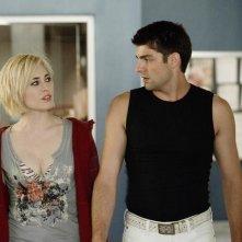 Travis Milne e Charlotte Sullivan in una scena dell'episodio Signals Crossed di Rookie Blue