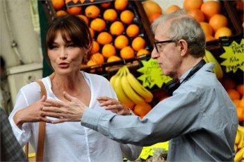 Carla Bruni e Woody Allen sul set di Midnight in Paris