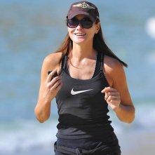 Carla Bruni fa jogging in spiaggia