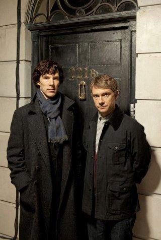 Benedict Cumberbatch e Martin Freeman in una immagine promozionale della serie Sherlock