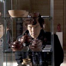 Benedict Cumberbatch in una scena della serie Sherlock
