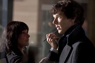 Benedict Cumberbatch sul set della serie Sherlock