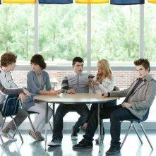 I Sullen (Nick Eversman, Kelsey Ford, Zane Holtz, Stephanie Fischer e Matt Lanter) in una scena del film Vampires Suck