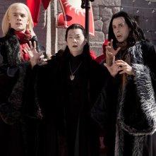 Il re Vampiro Daro (Ken Jeong) accompagnato dai suoi aiutanti: Salvatore (Bradley Dodds) e Nicholas (Michael Mayhall) in Vampires Suck