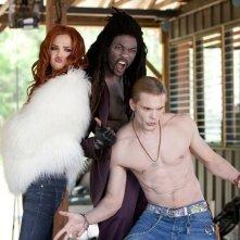 Il trio di malefici Vampiri (Arielle Kebbel, B.J. Britt e Charlie Weber) arriva a Sporks nel film Vampires Suck