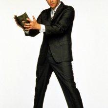 Stanley Ipkiss (Jim Carrey) con maschera in mano in una foto promo del film The Mask - da zero a mito