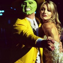 The Mask (Jim Carrey) balla con Tina Carlyle (Cameron Diaz) nel film The Mask - da zero a mito